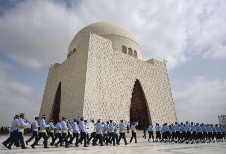 TOPSHOT-PAKISTAN-INDIA-UNREST-DEFENCE