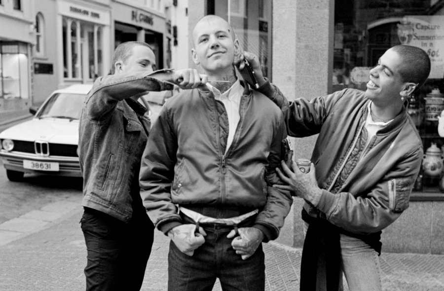 skinheads-knives-face